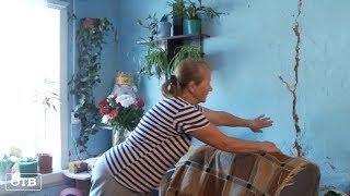 Тяжёлый случай: в Староуткинске дорожный каток врезался в жилой дом