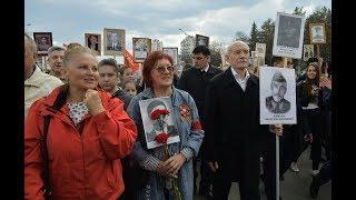 Рустэм Хамитов пронес портрет своего деда на шествии «Бессмертного полка»