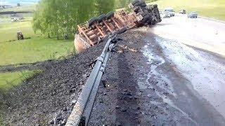 В Башкирии перевернулся грузовик с цистерной нефти