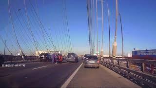 ДТП сегодня 07.05.18 на Вантовом мосту. Три машины и длинномер.Пробка огромная.