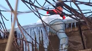 В Самаре очистят почти 400 кровель от снега и наледи