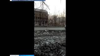 В Красноярске начали сносить заброшенную школу №67 на улице Волгоградская