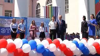 Паспорта вручил юным биробиджанцам губернатор ЕАО в День России(РИА Биробиджан)