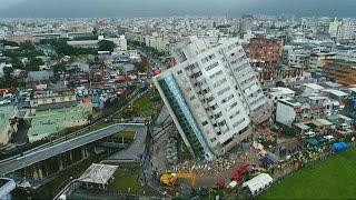 Число жертв землетрясения на Тайване растет