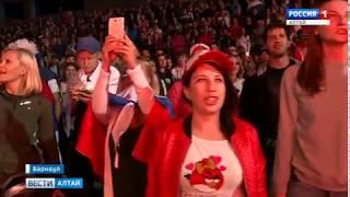Две тысячи фанатов болели за сборную России в Парке Спорта в Барнауле