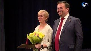 В преддверии нового учебного года лучшие работники сферы образования получили заслуженные награды