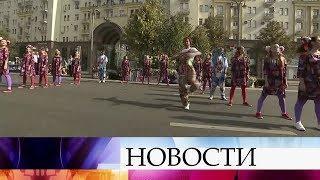 Москвичи и гости столицы продолжают отмечать День города.
