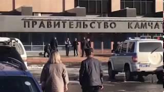 Вооруженный мужчина пытался проникнуть в здание правительства Камчатки