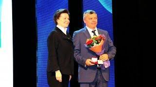 Наталья Комарова отметила наградами югорских газовиков