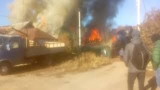 На окраине Саратова горит частный дом