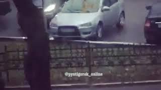 Драку двух водителей сняли на видео жители Пятигорска