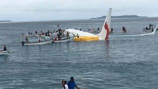 Самолет выехал в море
