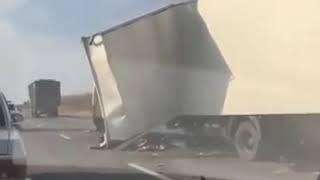 Фура попала в аварию в Ставропольском крае  У неё снесло кабину