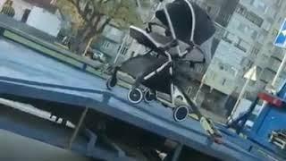 Видео эвакуации детской коляски в Нальчике