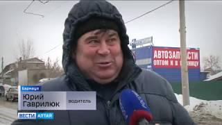 В Барнауле трамвай смял 17 автомобилей