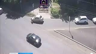 В центре Красноярска иномарка сбила женщину с коляской