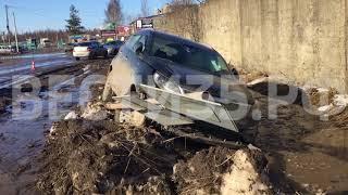 Загадочная смерть за рулём: в Вологде водитель сбил знак и умер
