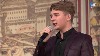В рамках проекта «22 выходных» с сольным концертом выступил Ярослав Буравченко