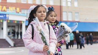 Жители Ханты-Мансийска поздравили своих первых учителей
