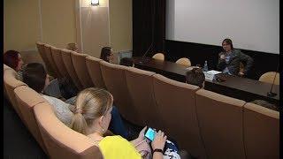 О том, как смотреть фильмы, югорчанам рассказал кинокритик Борис Нелепо