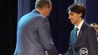 Выпускники школ города получили медали за отличную учёбу (РИА Биробиджан)