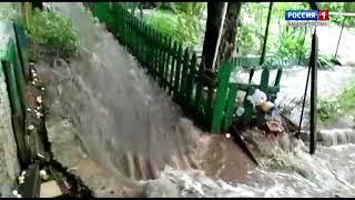 Сильнейший ливень затопил улицу Султанова в Уфе