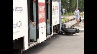 Байкер врезался в хабаровский трамвай и сбежал с места ДТП. Mestoprotv