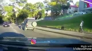 В сети появилось видео серьезного ДТП с перевёртышем Land Cruiser во Владивостоке.
