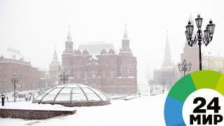 Ни проехать, ни пройти: Москва встретила «снегопад столетия» стоя - МИР 24
