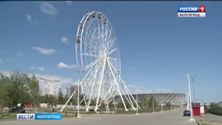 В Волгограде на колесе обозрения начали монтировать кабинки