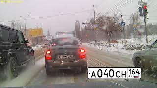 В рубрике «Автохам» собрана февральская подборка нарушений ПДД