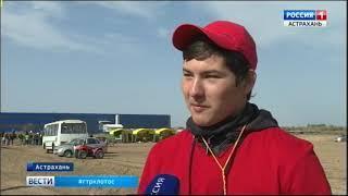 В Астрахани будущие механизаторы попробовали себя в роли трактористов