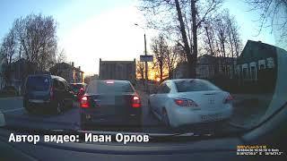 В Твери ребенок из автомобиля показывал водителям средний палец и язык