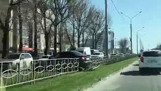 В Ставрополе иномарка угодила в отбойник