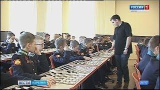 В Президентском кадетском училище прошёл сеанс одновременной игры в шашки
