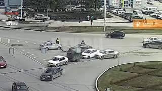 В Уфе после ДТП автомобили отбросило на дежуривших рядом сотрудников ГИБДД