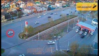 ДТП (опасное вождение г. Волжский) ул. Карбышева ул. Пионерская 14-11-2018 08-22