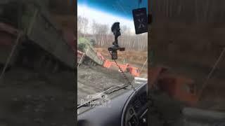 Последствия ДТП с КамАЗом и двумя авто в Кузбассе попали на видео