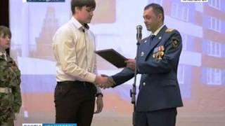 В Норильске наградили подростка за спасение пенсионерки из огня