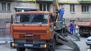 От долгов не скрыться. Во дворе дома на улице Ново-Садовой появилась знаменитаяпирамида должника