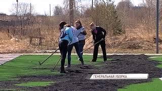 В Ярославском районе сотрудники местной администрации вместе с жителями вышли на субботник