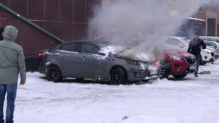 5 минут понадобилось пожарным, чтобы потушить вспыхнувший в центре Ханты-Мансийска автомобиль