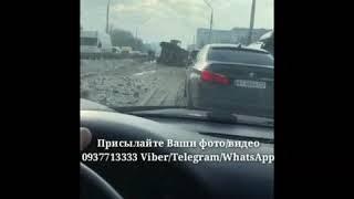 ДТП в Киеве на проспекте Победы: на путепроводе Нивки опрокинулся военный броневик Кугуар.   Данные