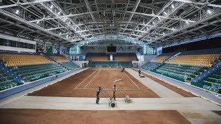 Теннисный корт Ханты-Мансийска посыпали глиной и кирпичом