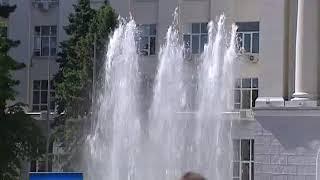 В Ростове перед зданием ДГТУ открыли мультимедийный фонтан