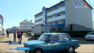 Бывшие жители аварийных домов отметили новоселье в Искитиме