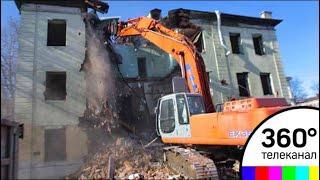Строители готовятся с сносу рухнувушего дома в Пушкарёвском переулке в Москве