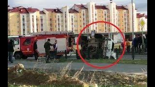 В Салехарде случилось ДТП, в котором перевернулся автомобиль