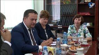 Губернатор Андрей Никитин встретился с представителями волотовской ветеранской организации