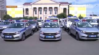 В Ставрополе полицейским вручили ключи от новеньких автомобилей.